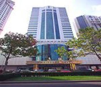 青岛饭店位于香港中路66号